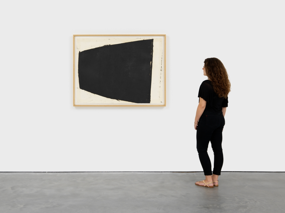 Richard Serra, <i>Curve 2</i>, 1981, Paintstick on paper, 38 1/4 x 50 in. (97.16 x 127 cm)